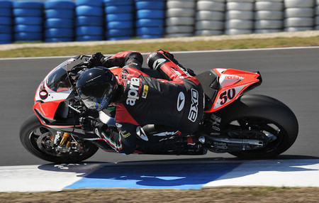 Apriliaracing_guintoli_pi_test