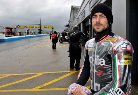 4apriliaracing_laverty_donington_fr